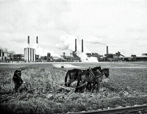 Robotnicza Nowa Huta karą dla inteligenckiego Krakowa? Mit czy prawda?